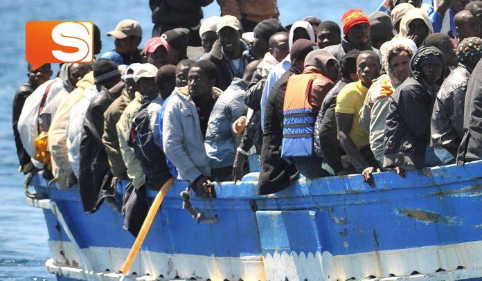 Immigrazione, affonda gommone nel mediterraneo: 23 morti
