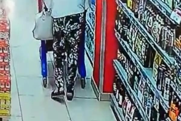 Licata, vede cadere un portafoglio ma se lo tiene invece di restituirlo: beccata dalle telecamere